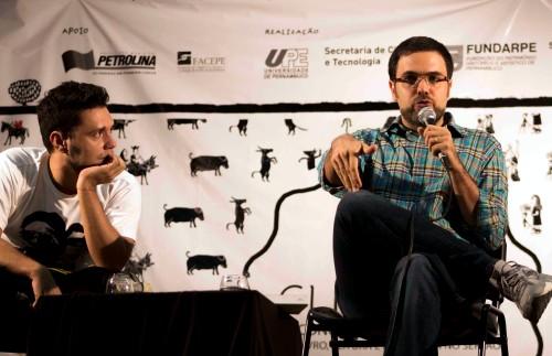 José Luiz Passos (direita) falou sobre o processo de escrita dos seus romances | Foto: Costa Neto